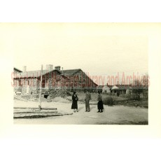Sharlot M. Hall, Mr. and Mrs. Behrend in front of museum buildings