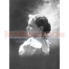 Sharlot in wide high-necked collar